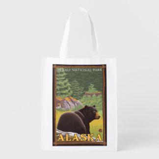 Urso preto na floresta - parque nacional de sacolas reusáveis