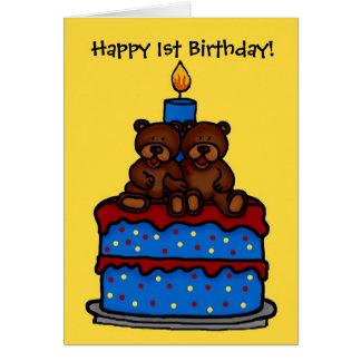 ursos gêmeos do menino no primeiro aniversario do cartão comemorativo