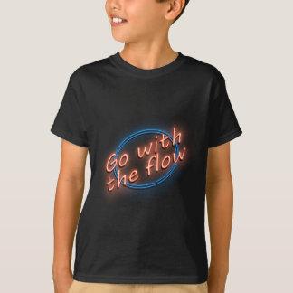 Vá com o fluxo camiseta