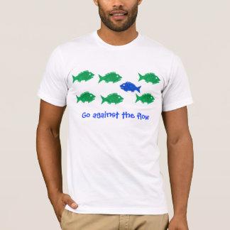 Vá contra o fluxo camiseta
