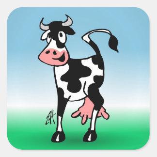 Vaca alegre em um prado adesivo quadrado