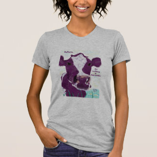 Vaca roxa que contempla bastante possivelmente o camiseta