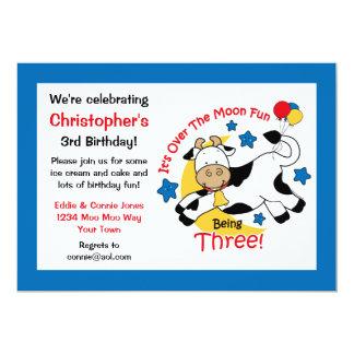 Vaca sobre o aniversário de 3 anos da lua convites personalizado