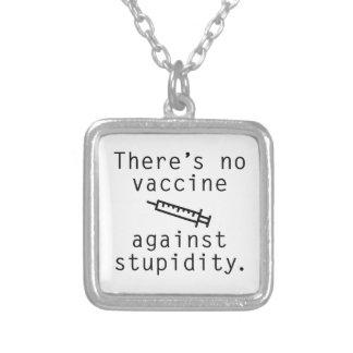 Vacina contra a estupidez colar banhado a prata