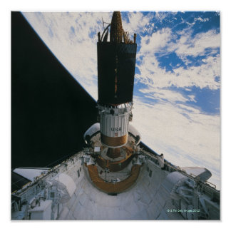 Vaivém espacial que libera o satélite poster