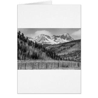 Vale e montanhas rochosas em preto e branco cartão comemorativo