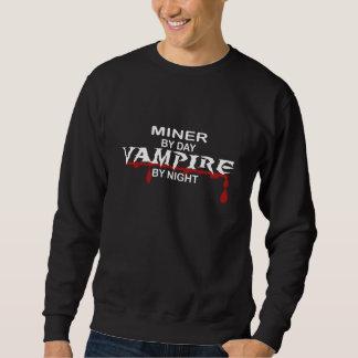Vampiro do mineiro em a noite suéter
