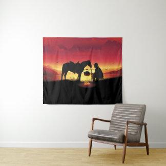 Vaqueiro e cavalo na tapeçaria média da parede do