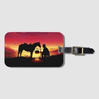 Vaqueiro e cavalo no Tag da bagagem do por do sol Etiqueta De Bagagem