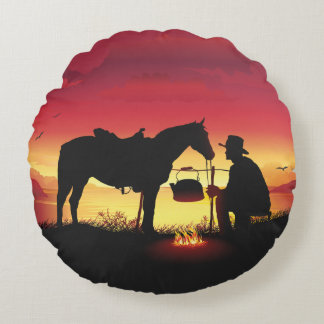 Vaqueiro e cavalo no travesseiro redondo do por do almofada redonda