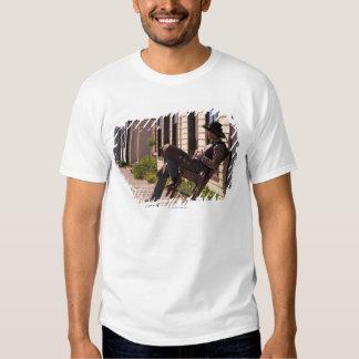 Vaqueiro na cadeira no passeio à beira mar em Park Tshirts