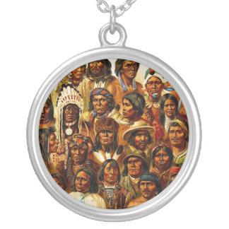 Vários tribos de colagem dos indianos do nativo colar com pendente redondo