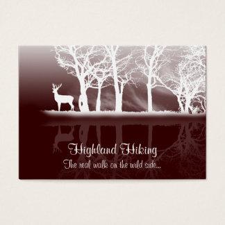 Veado no cartão de visita do crepúsculo
