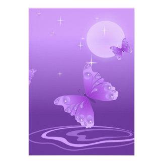vec branco roxo da borboleta dos desenhos animados convites personalizado