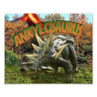 Vegetação e vulcão do parque do dinossauro do impressão de foto