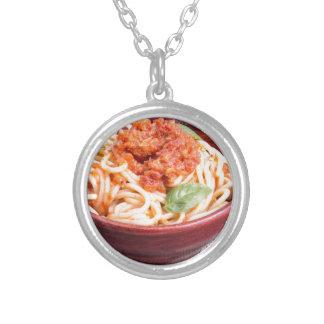 Veja o fim-acima em uma parcela pequena de spaghet colar banhado a prata