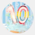 Velas do aniversário para a criança de dez anos adesivo em formato redondo