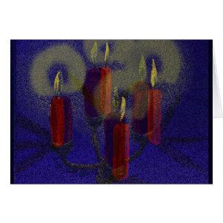 Velas vermelhas do cartão & fundo brilhante azul