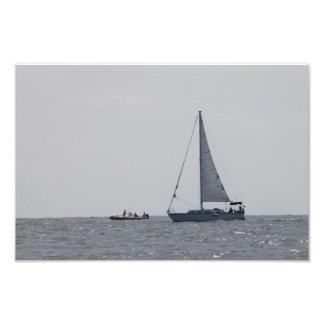 Veleiro e passagem da pesca impressão de foto