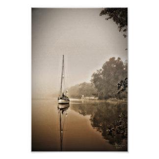 Veleiro no impressão da névoa impressão fotográficas