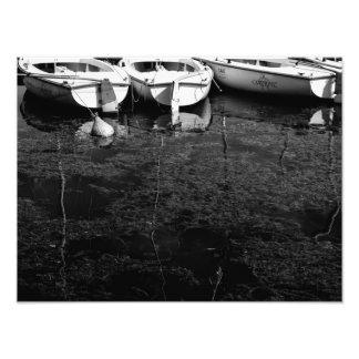 Veleiros preto e branco na fotografia da água