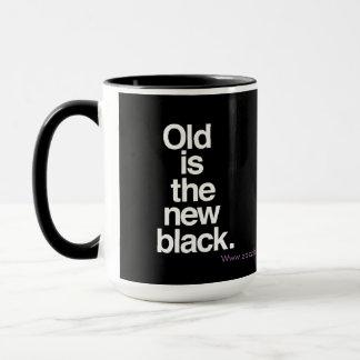 Velho é o humor engraçado preto novo do caneca