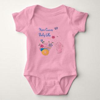 """""""Vem aqui o bebê"""" Onsie personalizado do coelho Tshirt"""