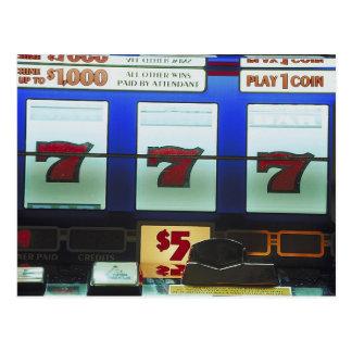 Vencedor afortunado do slot machine cartões postais