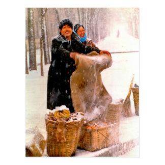 Venda na estrada nevado cartão postal