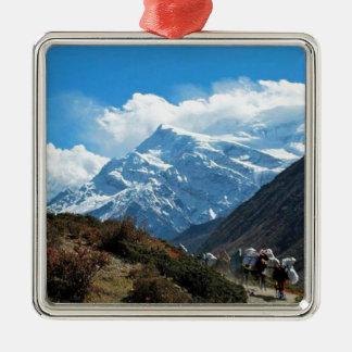 Verão do viagem de Himalaya Monte Everest India Ornamento Quadrado Cor Prata