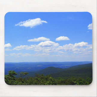 Verão sobre a montanha do urso mouse pad