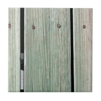Verde e passagem de madeira da prancha de Brown