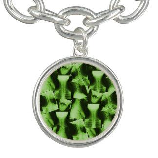 Verde radioativo radiografado braceletes com charms