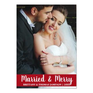 Vermelho casado & alegre do cartão com fotos do