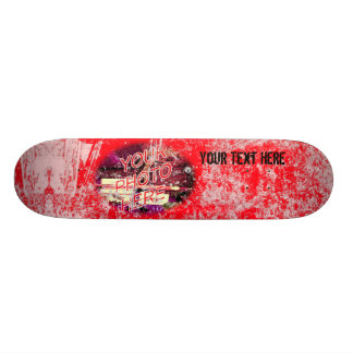 Vermelho com o skate claro do modelo da foto do Gr