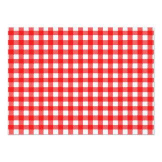 Vermelho e teste padrão verificado branco do convite 13.97 x 19.05cm
