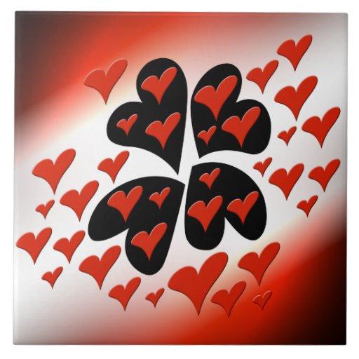 Vermelho em corações pretos azulejo de cerâmica