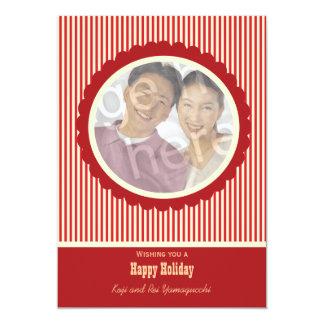 Vermelho retro e o branco listram o cartão com convite 12.7 x 17.78cm