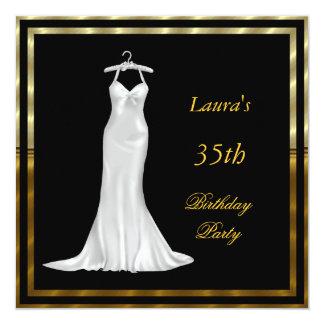 Vestido branco do convite de aniversário