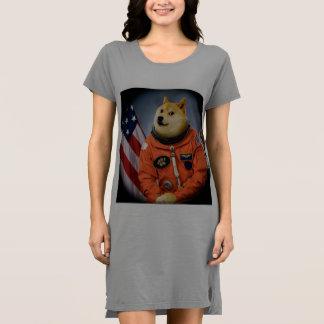 Vestido cão do astronauta - doge - shibe - memes do doge