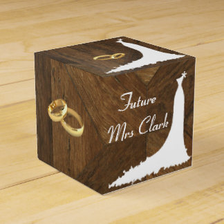 Vestido de casamento do país e caixas do favor dos