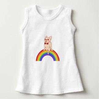 Vestido Frenchie comemora o mês do orgulho no arco-íris de