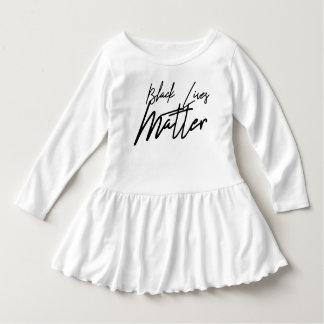 Vestido preto escrito à mão da criança da matéria