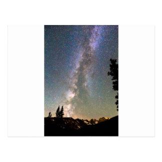 Via Láctea da montanha rochosa e estrela de queda Cartão Postal