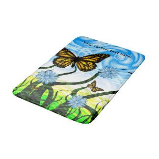 Vibração gráfica fantástica das borboletas pela tapete de banheiro