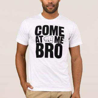 Vindo em mim letras pretas de Bro com camisa do