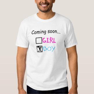 Vindo logo, menino camiseta