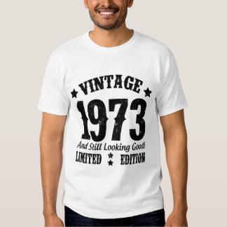 VINTAGE 1973 E AINDA VISTA BOM! TSHIRTS