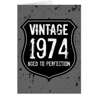 Vintage 1974 envelhecido aos homens do cartão da p