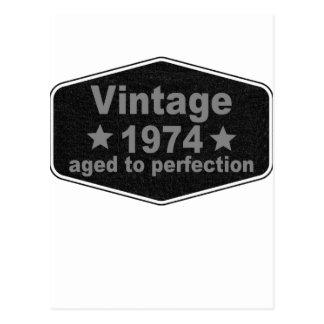 Vintage 1974 t-shirt.png cartão postal
